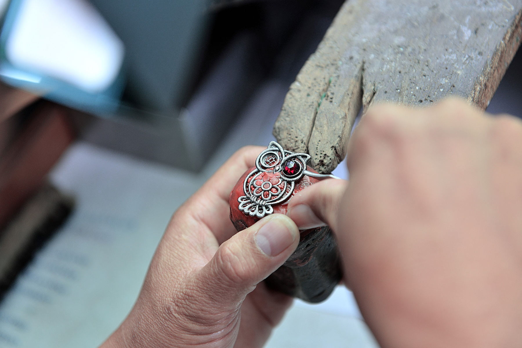 Best jewelry making classes featured